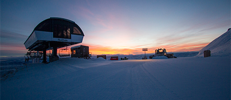 Sunrise at Sultan Express with a groomer next to it