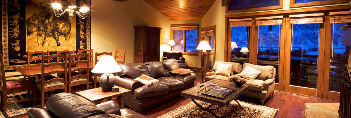 Interior view of living area of Trail's End Lodge
